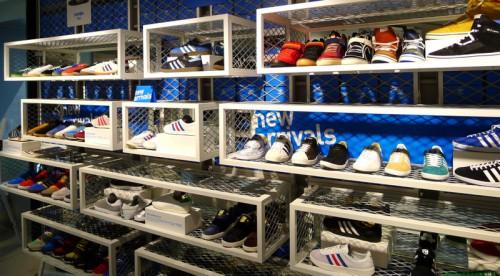 f1c4b550a adidas brand core store shinjuku #2   SHOES MASTER